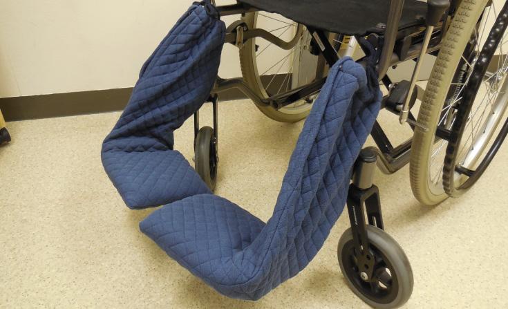 車椅子フットサポート防護カバー